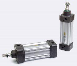 ISO 15552 Zylinder der Parker Baureihe P1D-S . In der Hochtemperaturausführung sind Temperaturen bis +150°C und in der Niedertemperaturausführung bis -40°C möglich. Die Zylinder sind mit einem nahrungsmittelverträglichen Fett vorgeschmiert.